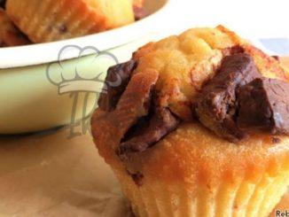 Saftige Joghurt-Muffins mit extra großen Schokostücken
