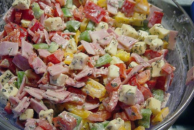 Paprika Salat mit Schinken & Käse